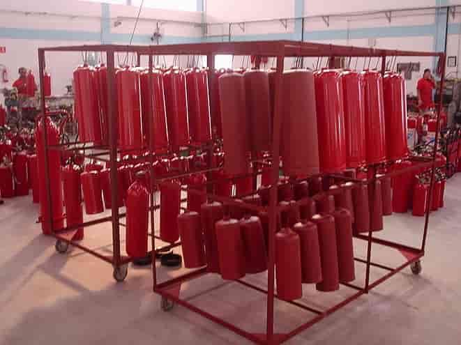 sede-Munhoz-Extintores-interno-com-extintores-em-exposicao-1-min-min