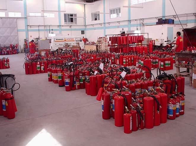 sede-Munhoz-Extintores-interno-com-extintores-em-exposicao-min-min